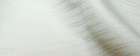 白い織り縞の化繊