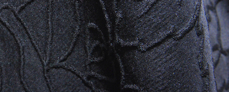 黒いバラ柄の織り地のシルクウール