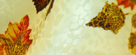 ベージュ地に木の葉模様のシルクデシン