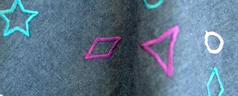 グレー地に星模様の刺繍のウール