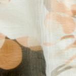 白地にグレーとベージュの花柄シルクシフォン